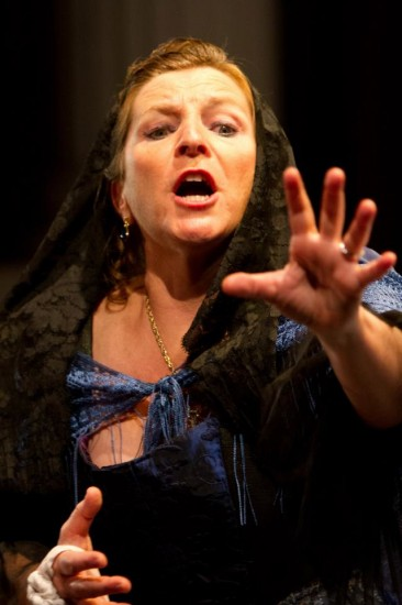 Marcelle Dronkers as Donna Anna