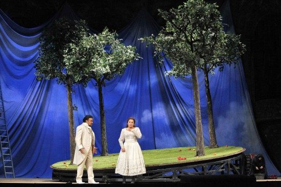 Act II Scene 1: Martha's Garden; Faust (Ramón Vargas) and Margherita (Patricia Racette)